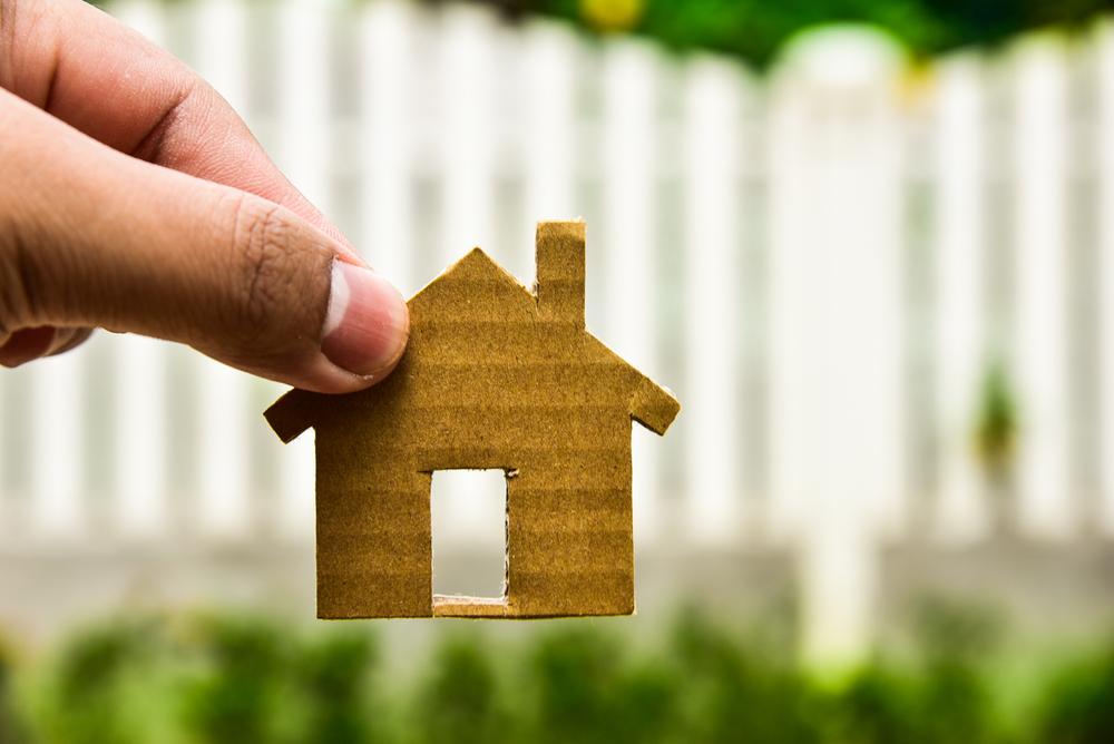 親の家を相続!空き家にかかる税金や売却について
