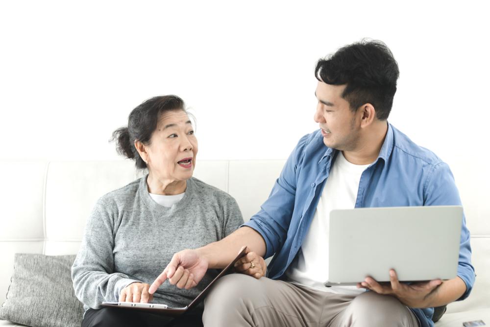 貯金のない親はどうサポートする?困ったときに使える制度やサービス